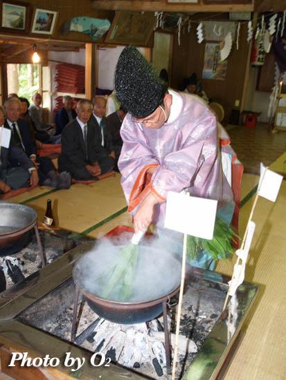 上磯町 瑞石神社例祭・鎮釜湯立式