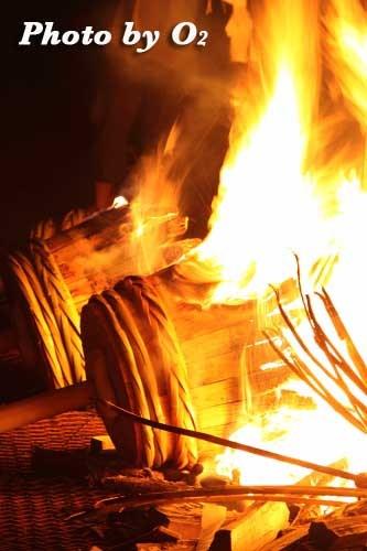 平成22年 美瑛神社宵宮祭 那智・美瑛火祭り 大松明燃やす
