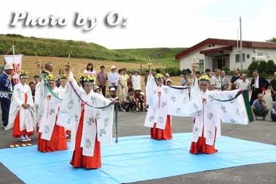 平成22年 美瑛町 美瑛神社渡御祭 巫女 浦安の舞02