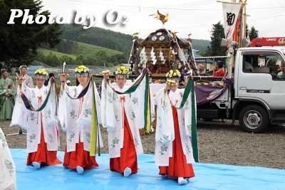 平成22年 美瑛町 美瑛神社渡御祭 巫女 浦安の舞03