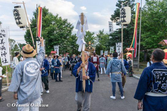 美瑛神社渡御祭 2016 神社に入る神輿行列