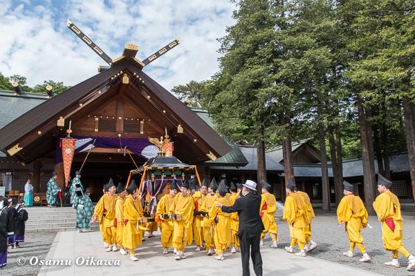 平成29年 北海道神宮例祭 渡御祭 中島公園 拝殿から鳳輦が出る