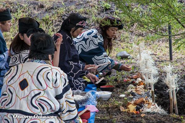 H29 新ひだか町 イチャルパ 先祖供養祭 供物を供える