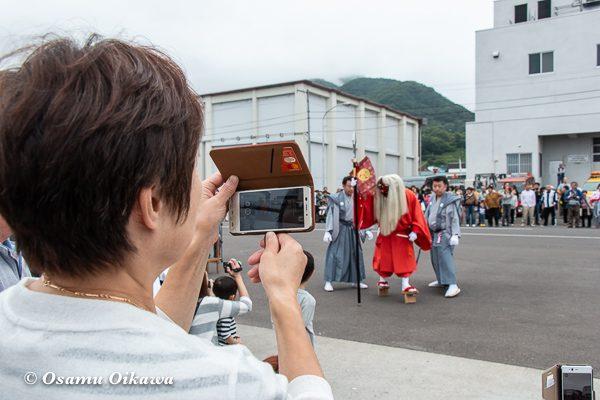 平成30年 古平町 琴平神社 例大祭 宵宮祭 猿田彦を撮影する人
