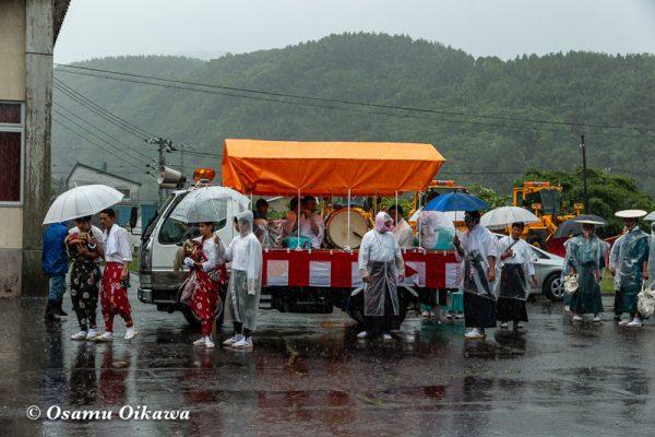 平成30年 古平町 琴平神社例大祭 二日目 渡御祭 雨 見守る行列