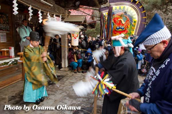 八戸えんぶり 早朝 長者山新羅神社 平成24年 2012年 神社でのお祓い 太夫