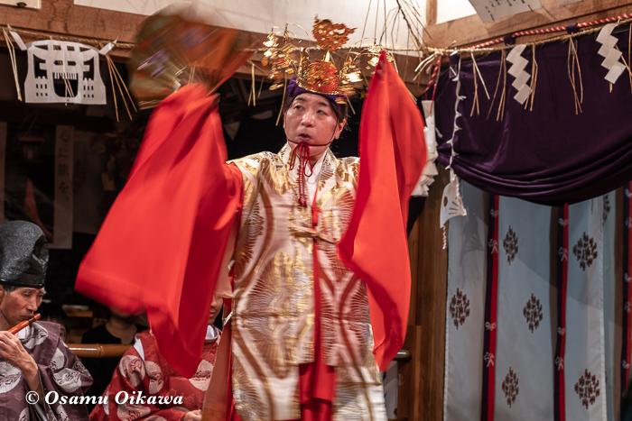 成30年 秋田県 横手市 保呂羽山波宇志別神社里宮 拝殿 霜月神楽 神子 舞