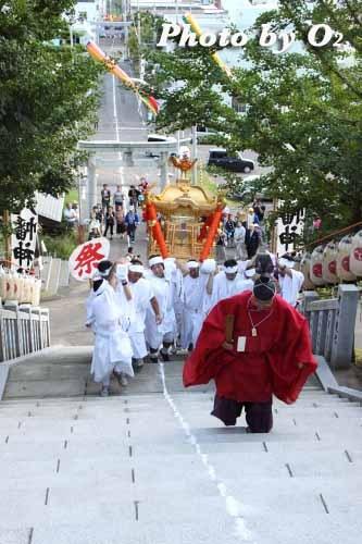 平成22年 今金町 今金八幡神社渡御祭 階段を登る神輿01
