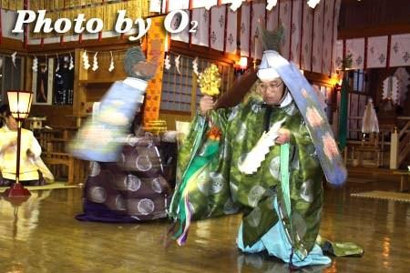 平成22年 北斗市 上磯八幡宮 春の祈年祭 松前神楽 二羽散米舞