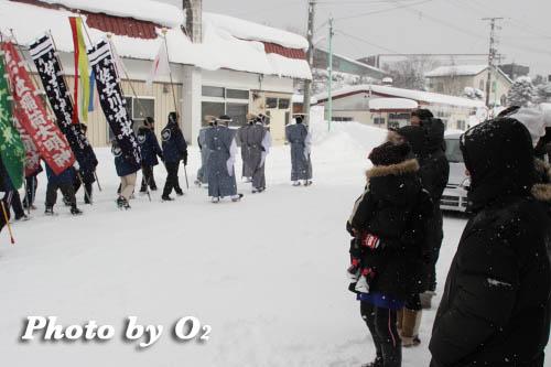 木古内町 佐女川神社 寒中みそぎ祭 みそぎ行列 みそぎ浜へ01
