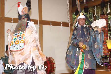 平成21年 函館市 高穂神社例祭 松前神楽 二羽散米舞01