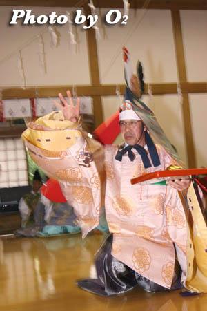 平成21年 函館市 高穂神社例祭 松前神楽 二羽散米舞02